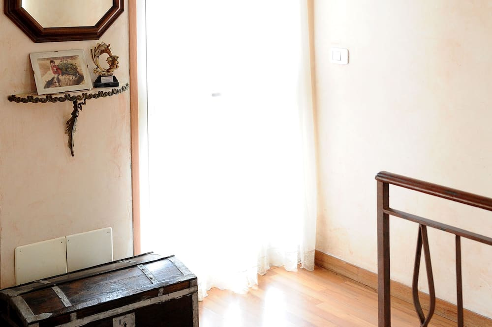 Kamar Double, kamar mandi umum (B) - Area Keluarga