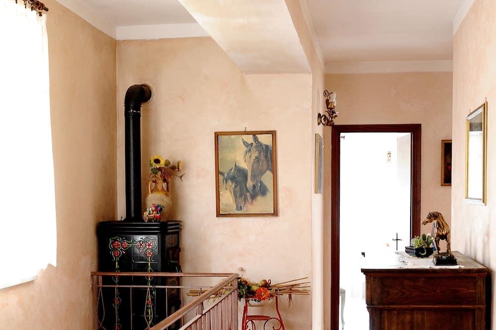 Kamar Double, kamar mandi umum (A) - Ruang Keluarga