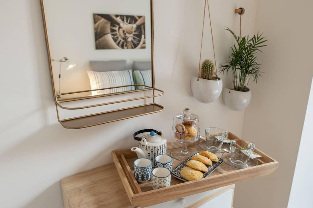 Deluxe Double or Twin Room - Tempat Makan dalam Bilik