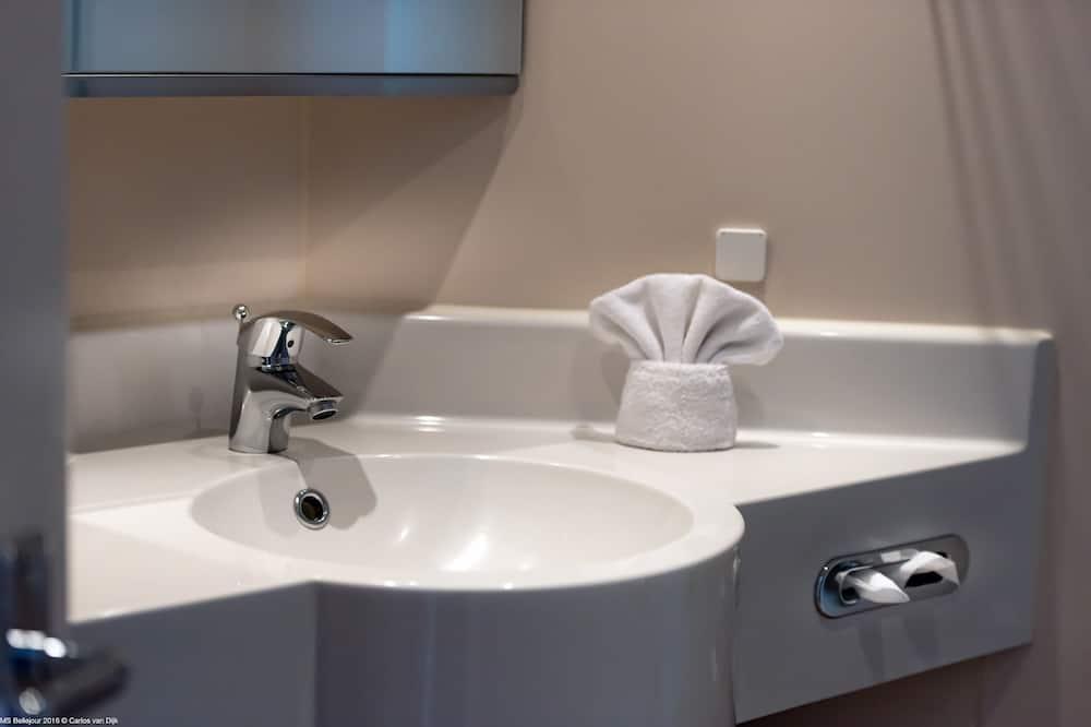 Standartinio tipo kambarys (1 dvigulė / 2 viengulės lovos), Nerūkantiesiems - Vonios kambarys