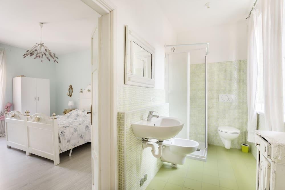 Apartment, 2 Bedrooms, Patio - Bathroom