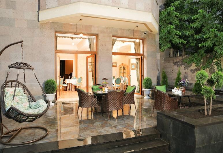 Museum Street Hotel Yerevan, Yerevan, Terras