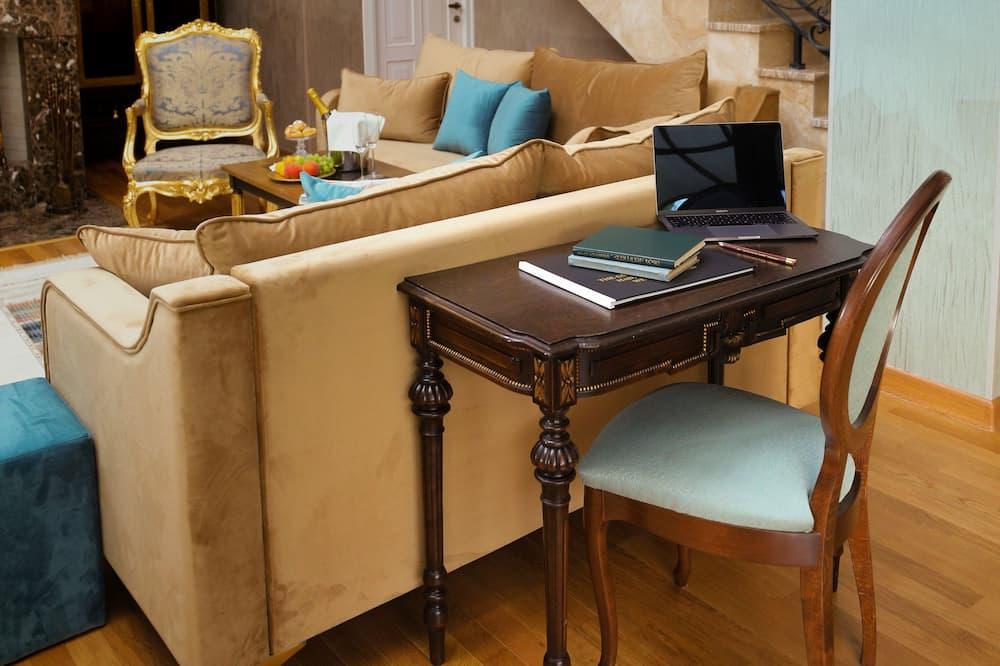 Royal-Suite - Essbereich im Zimmer