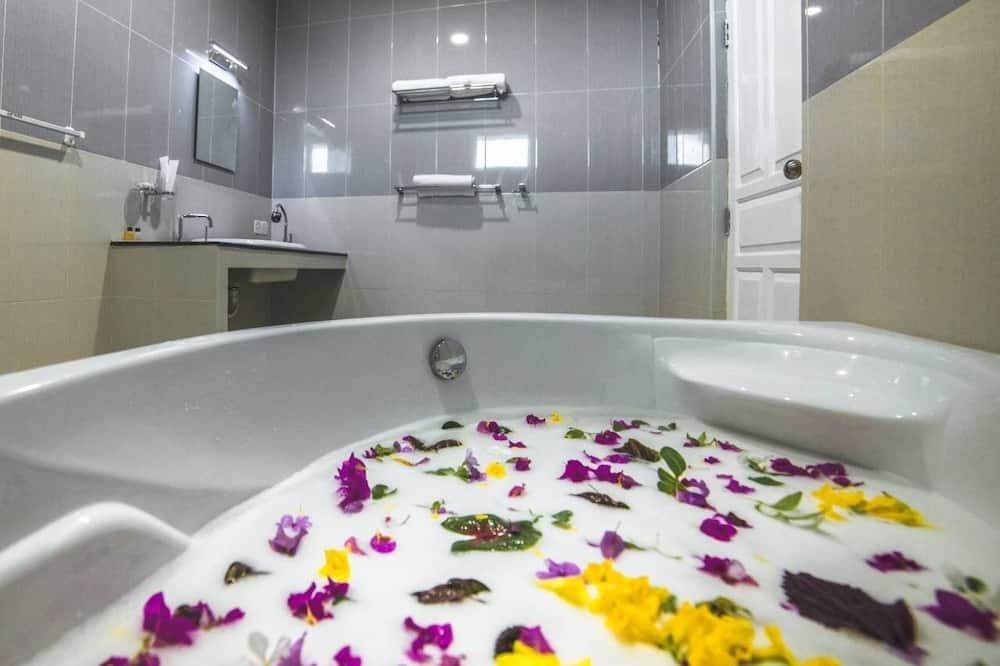 Honeymoon Double or Twin Room - Bathroom