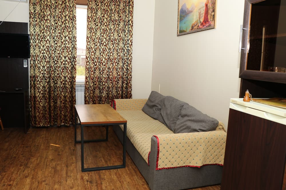 Luxury Twin Room - Living Room