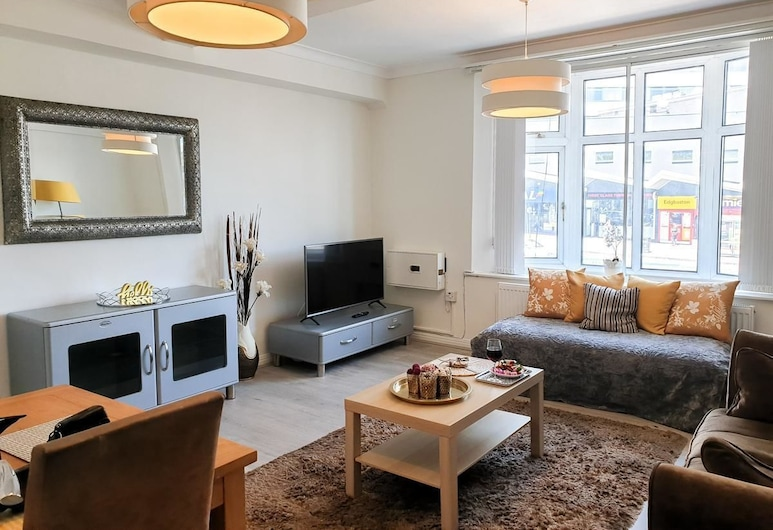 Broad Street Iconic Beauty, Birmingham, Premier Apartment, Living Area