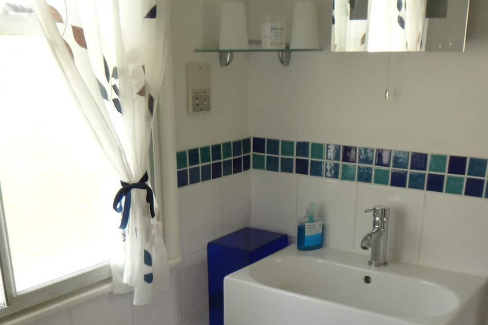 Double Room with Garden View - Bathroom