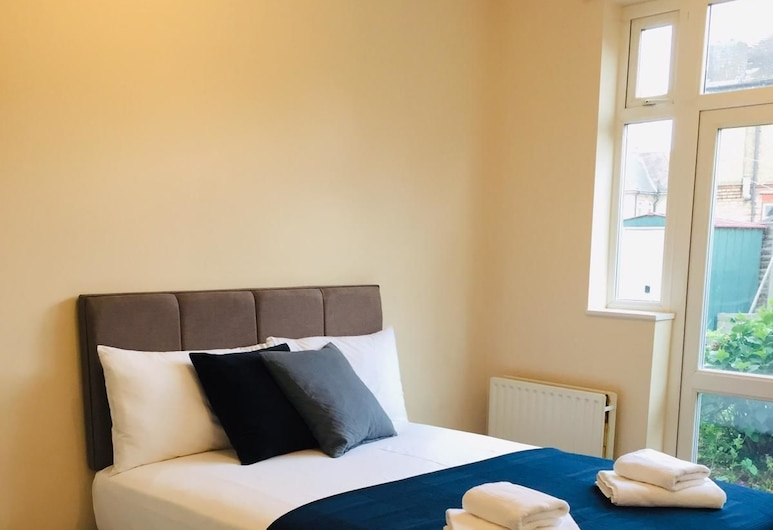 Marble Apartments Tooting House, London, House, Private Bathroom, Garden View (3 Bedroom), Room