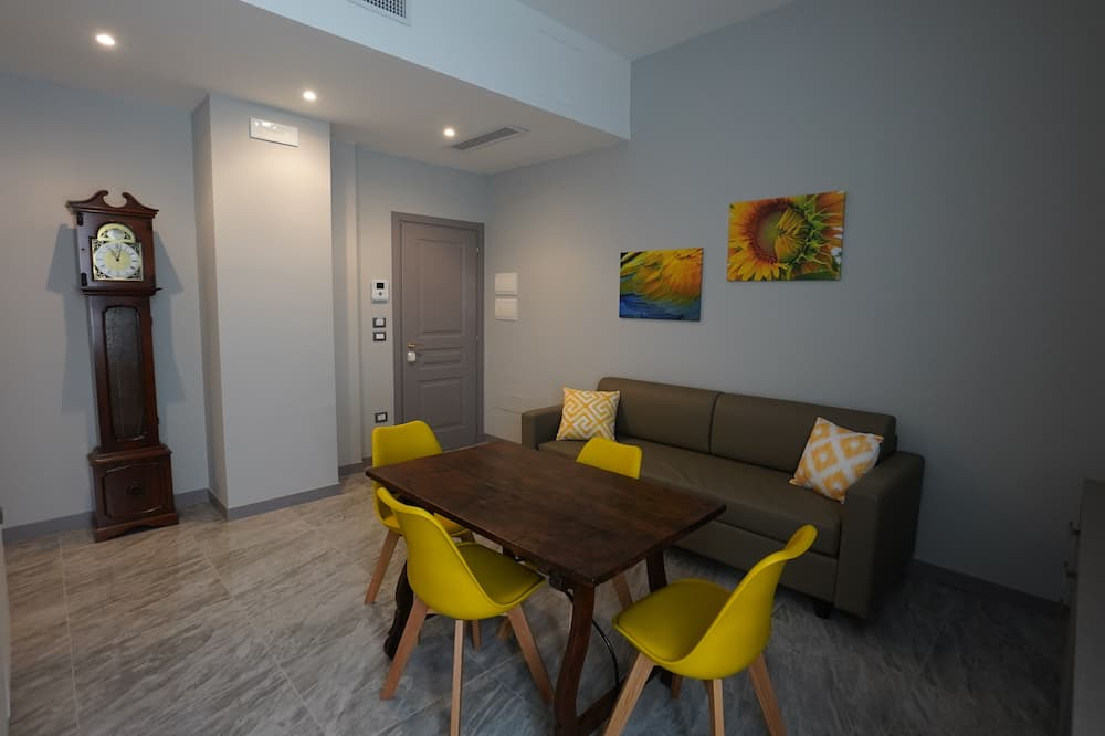 Panoramic Apartment, 1 Queen Bed with Sofa bed, Sea View (Apartment 911) - Living Area