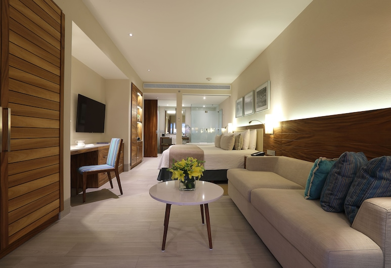 Emporio Cancun All Inclusive, קנקון, Deluxe Suite, 1 King Bed with Sofa Bed, Oceanfront, חדר אורחים