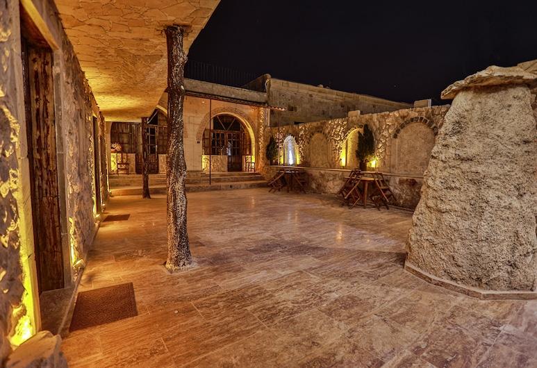 Cappadocia Caves Hotel, Nevsehir, Courtyard