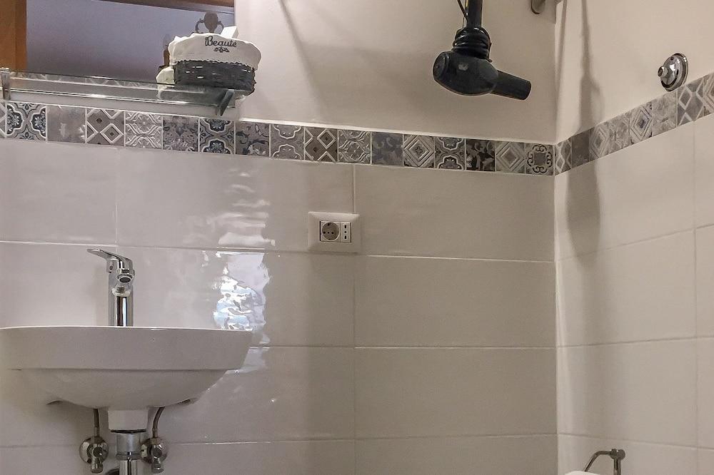 Romantik-værelse - eget badeværelse (External) - Badeværelse