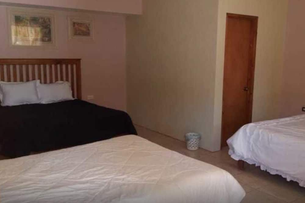 Basic Cabin, 3 Double Beds - Room