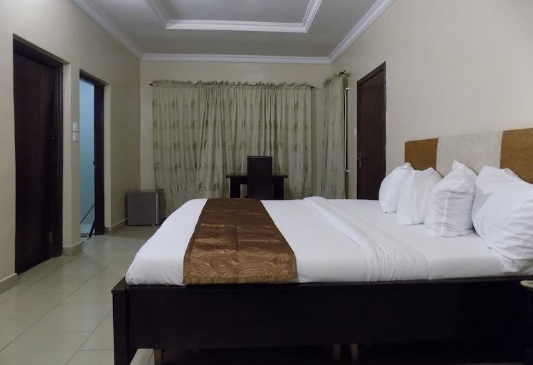 Posh Apartments  Hotel Opebi, Лагос, Сімейний номер-люкс, Номер