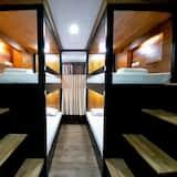 Chambre Quadruple, salle de bains commune - Photo principale