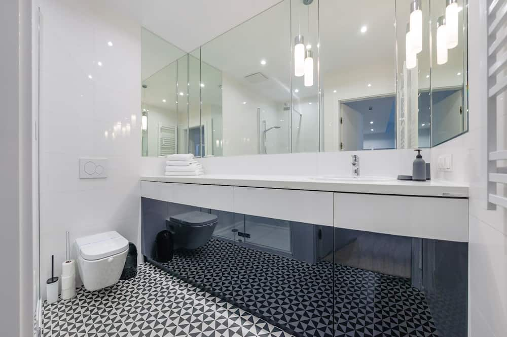 Apartment (3.04) - Bathroom
