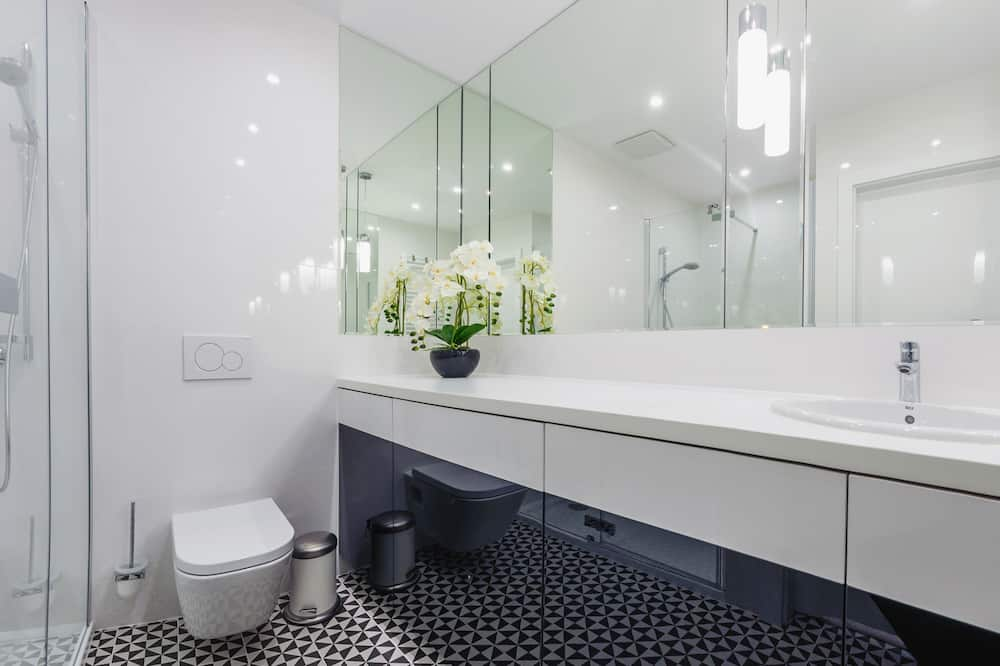 Apartment (2.04) - Bathroom