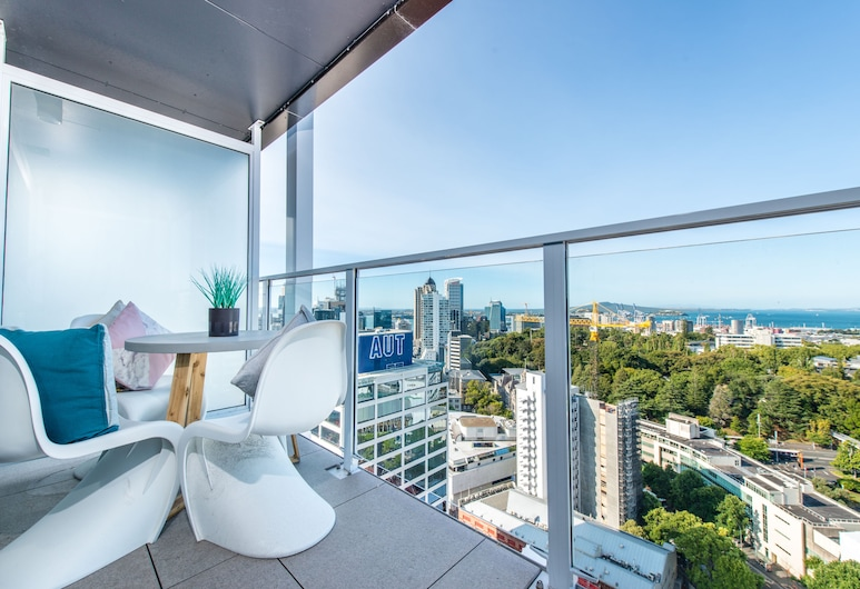 JHT - 1 BRM Apartment, Queen St, Seaview, Auckland, Balcony View