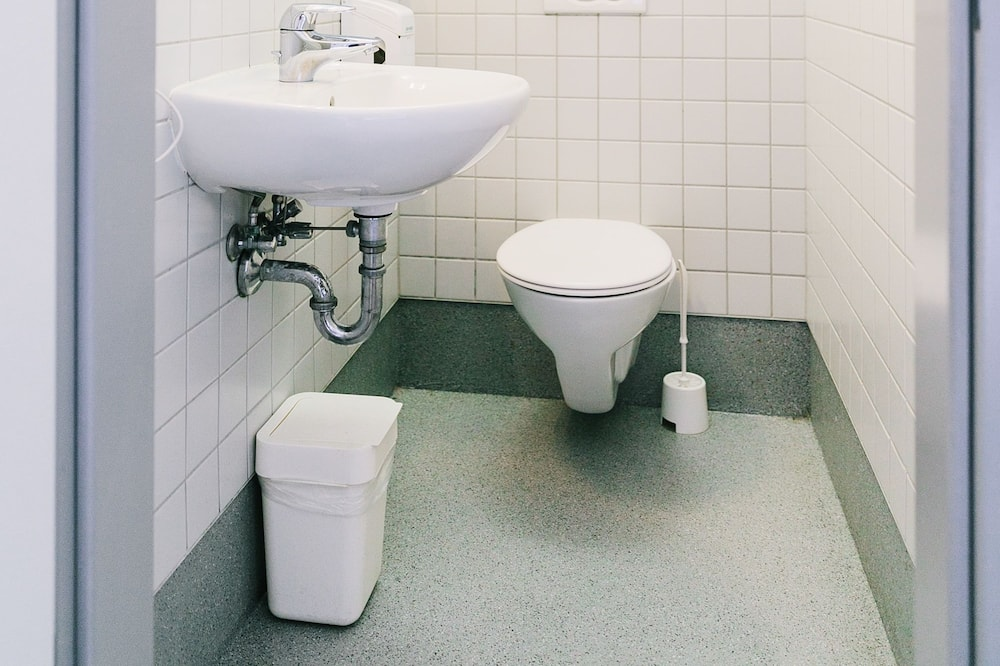 Private 6 Bed Room Ensuite - Bathroom