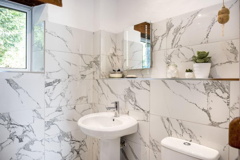 經典雙人房, 1 張特大雙人床 (Coombe Farm - Lily Lovedays) - 浴室