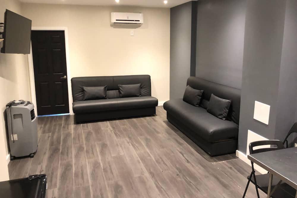 ห้องสแตนดาร์ดสตูดิโอสวีท (Apartment 402) - พื้นที่นั่งเล่น