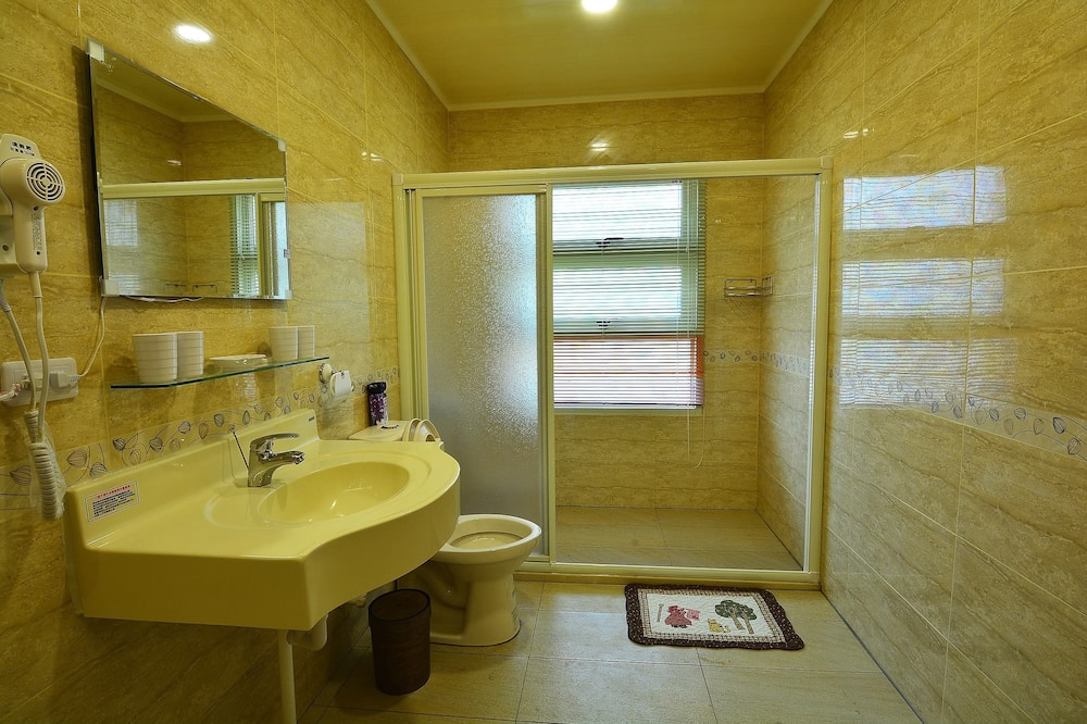 Atviro plano keturvietis kambarys - Vonios kambarys