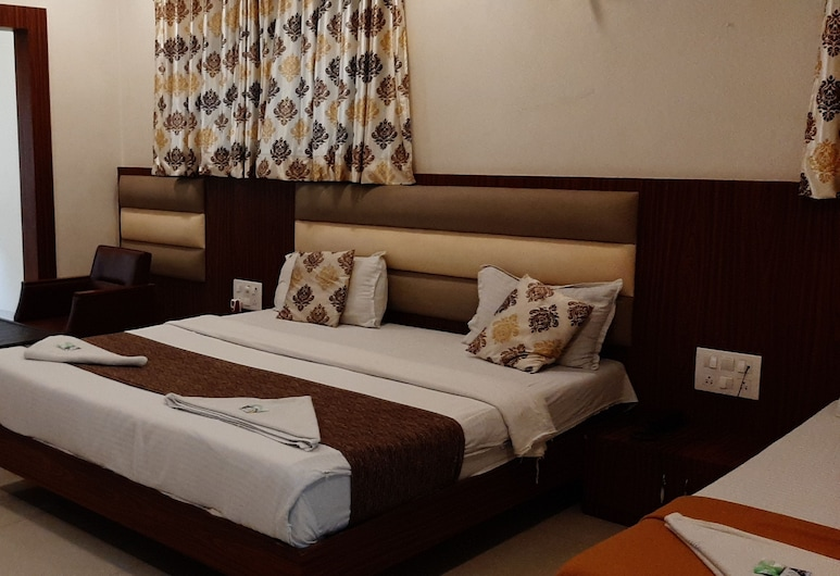 golden palms, Mumbai, Deluxe Triple Room, Guest Room