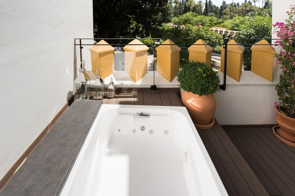 Deluxe Suite, Jetted Tub - Private spa tub