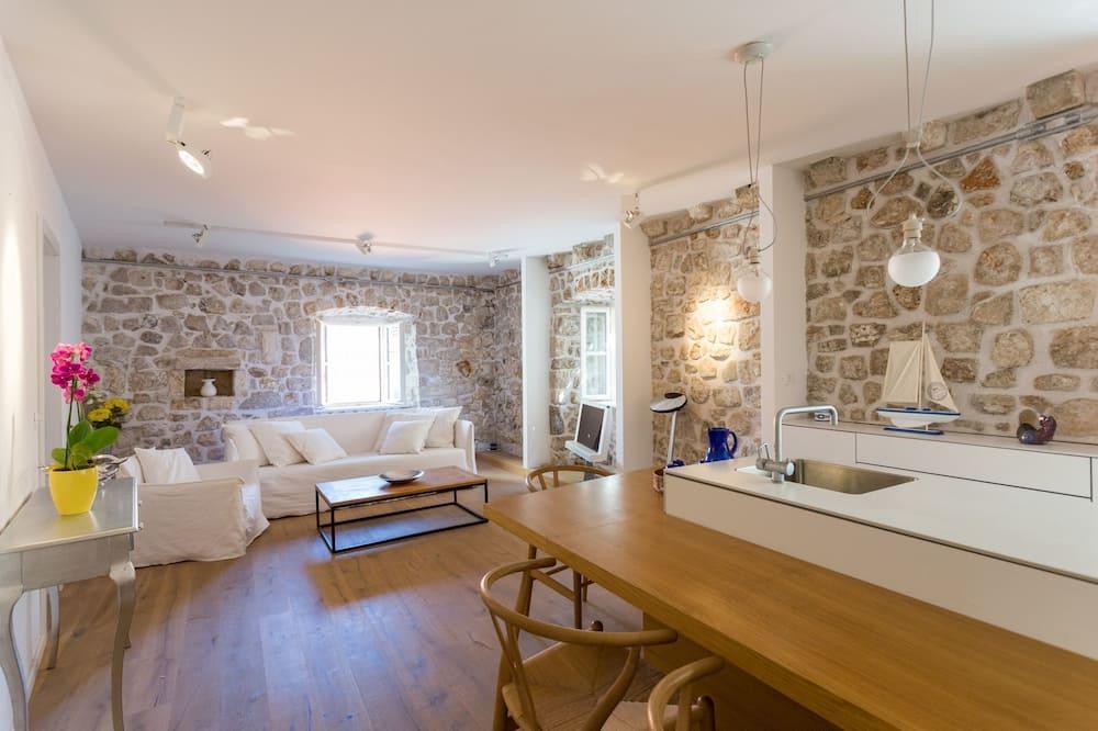 شقة في المدينة - بحمامين (2 Bedrooms) - منطقة المعيشة
