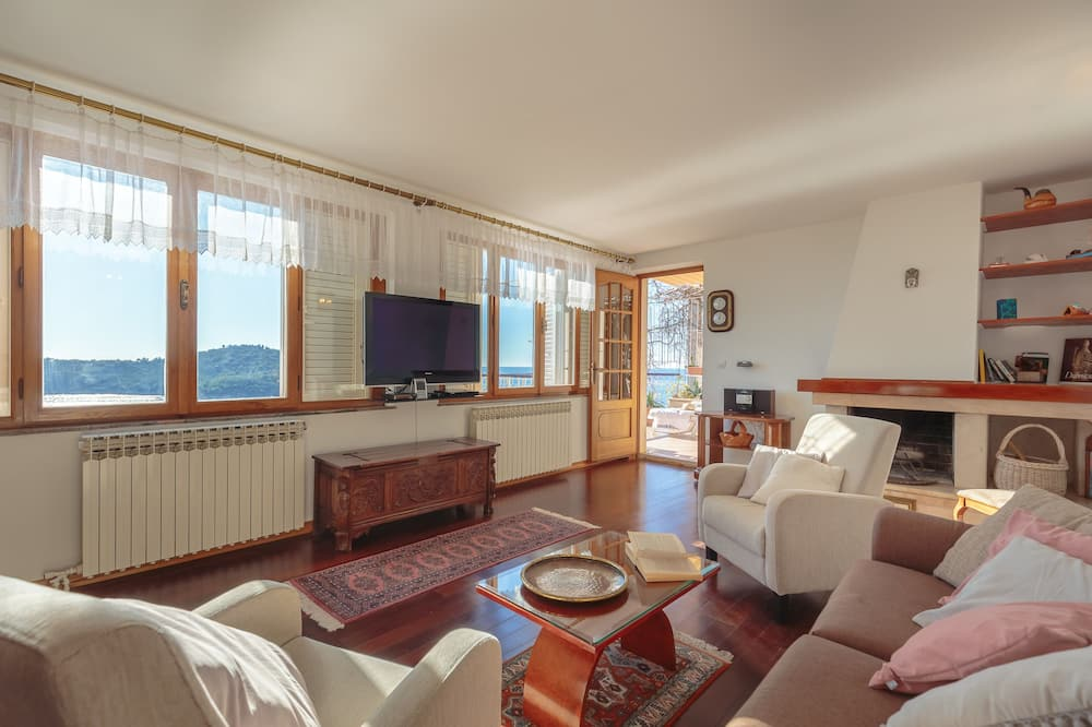 Apartment, Terrace, Sea View (2 Bedrooms) - Living Area