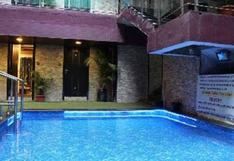 Hotel J Excellency, Mahabaleshwar, Pool