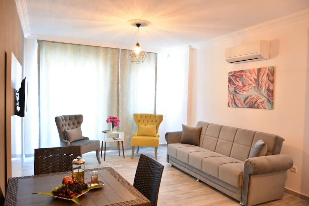 Standard Apartment, 2 Bedrooms, Kitchen, City View - Living Area