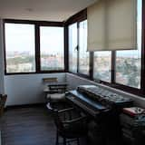 Apartment, 2 Bedrooms, River View - Living Room