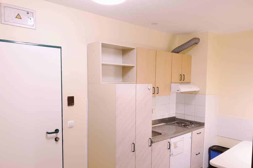 Basic Twin Room - Shared kitchen facilities