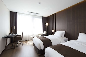 Enter your dates to get the Daejeon hotel deal