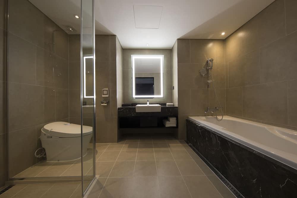 Numeris, 1 labai didelė dvigulė lova, Nerūkantiesiems - Vonios kambarys