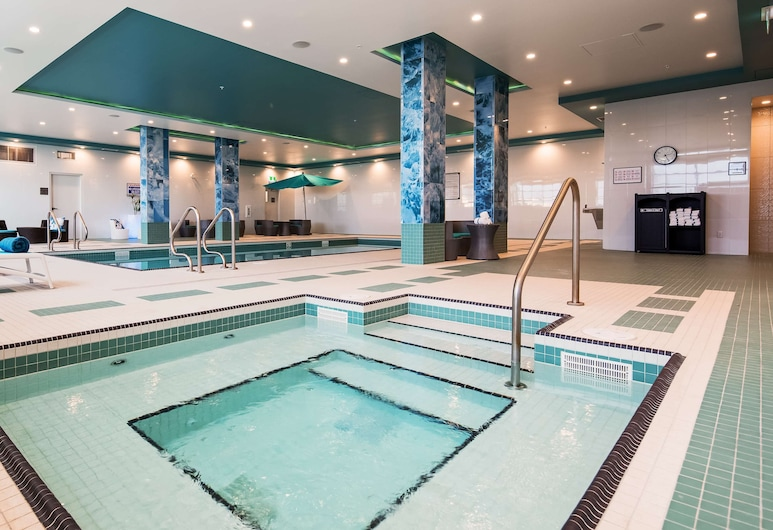 Executive Residency by Best Western Calgary City View North, Calgary, Pool