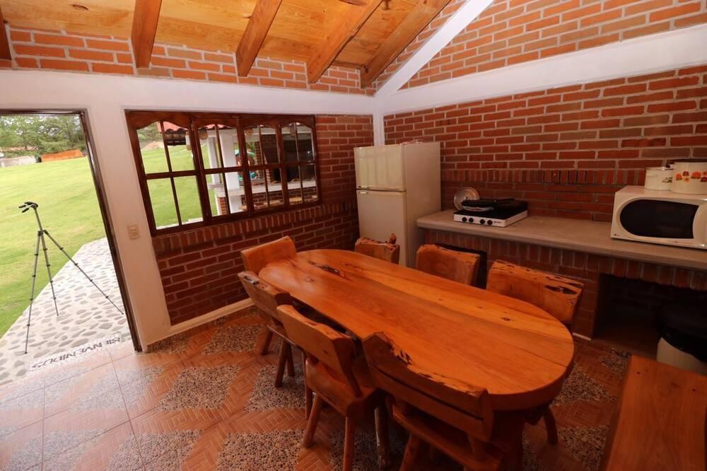 Cabaña Familiar a Cabaña # 4 - Eetruimte in kamer