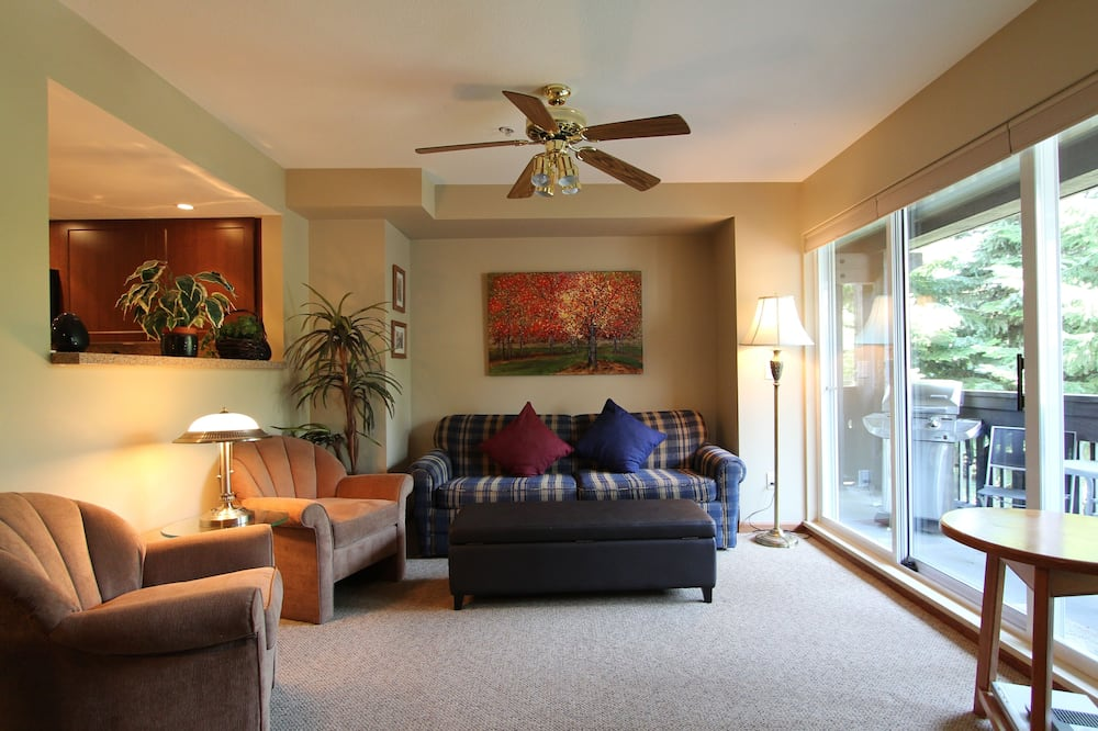 Signature Condo, 3 Bedrooms, Hot Tub - Living Area