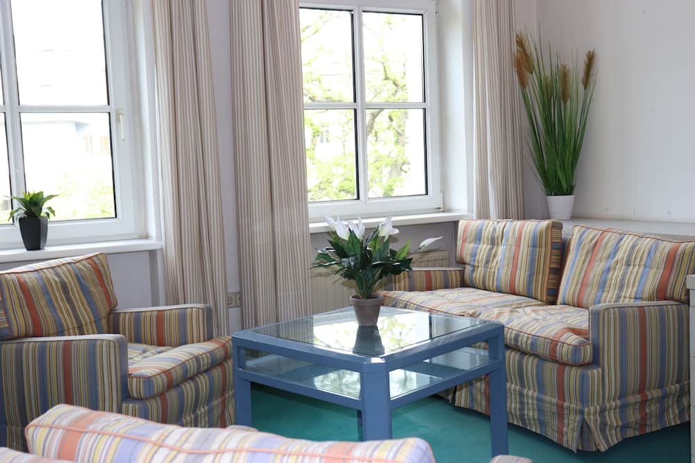 Comfort Τετράκλινο Δωμάτιο, Κοινόχρηστο Μπάνιο - Περιοχή καθιστικού