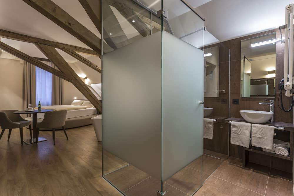 Suite Deluxe, baño privado, vista a la ciudad (Hochzeits Suite) - Baño