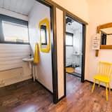Chambre Quadruple, salle de bains commune - Salle de bain