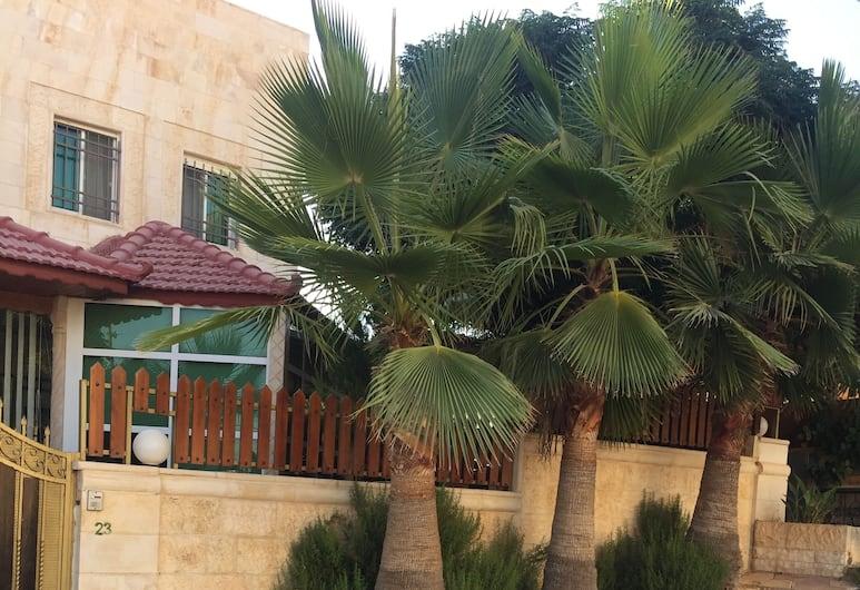Atef Qassim, Amman, Front of property