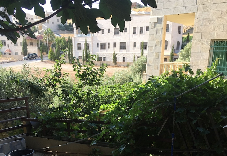 Atef Qassim, Amman, Außenbereich