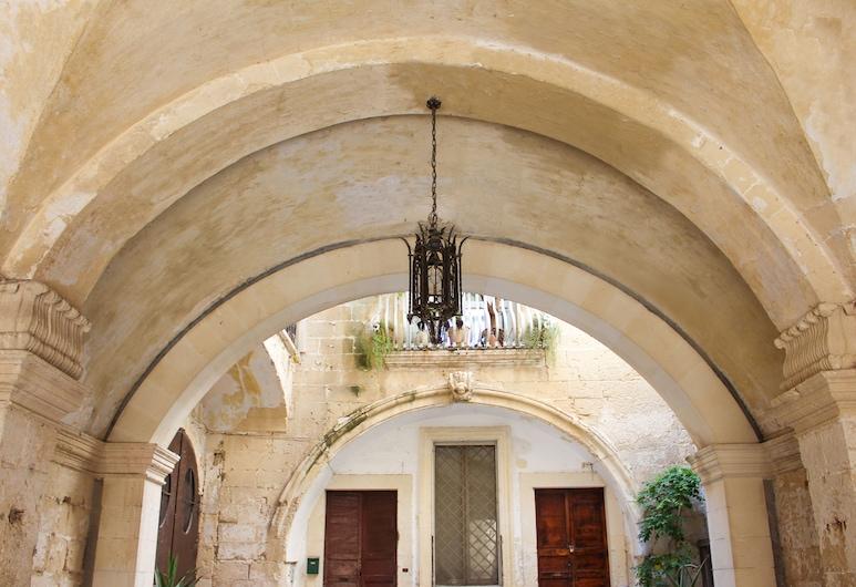 Palazzo Sambiasi, Lecce, Außenbereich