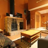 Standard Loft, 2 Bathrooms, Courtyard View - Living Room