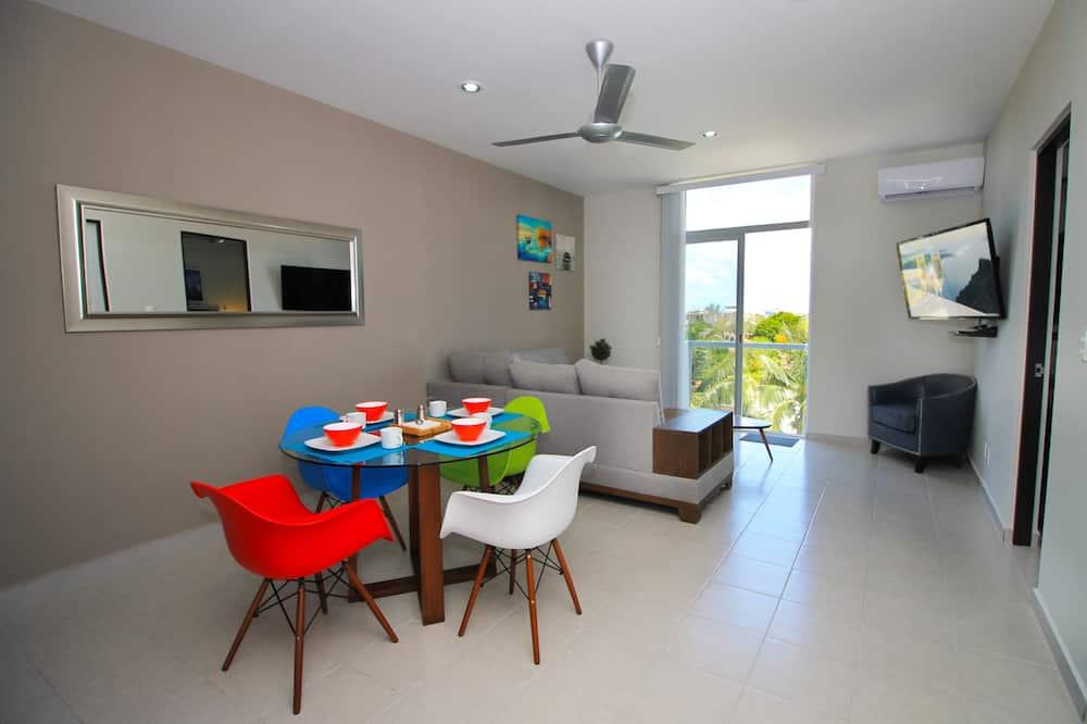 Deluxe-Apartment, 2Schlafzimmer, Stadtblick - Wohnbereich