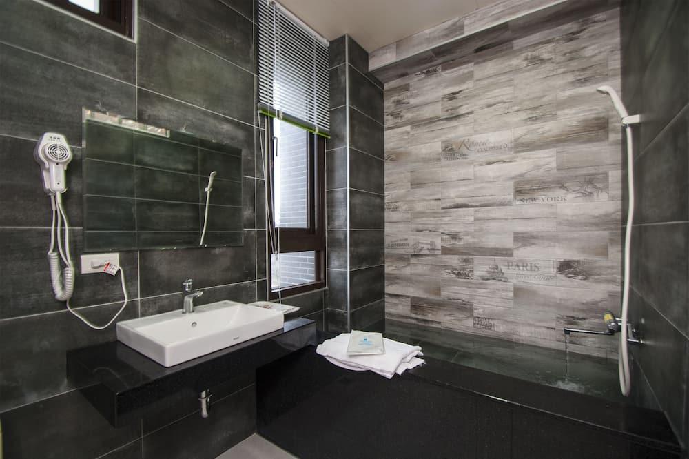 Double Room (803) - Bathroom