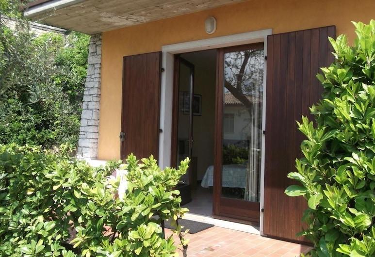 Villa Girasole B&B, טורי דל בנאקו, חדר, פטיו, מרפסת/פטיו