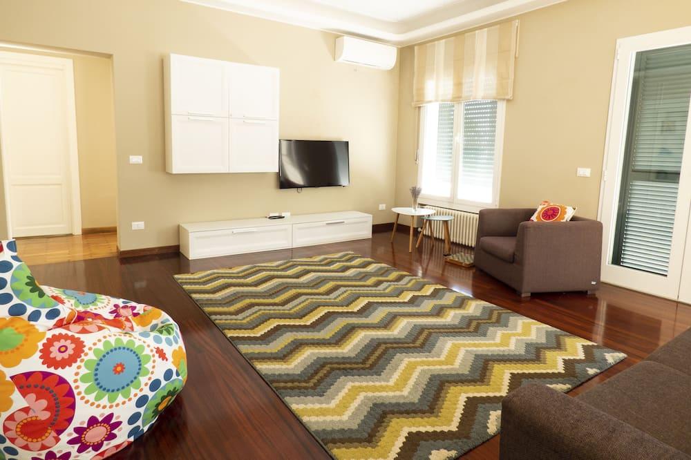 فيلا عائلية - غرفتا نوم - غرفة معيشة